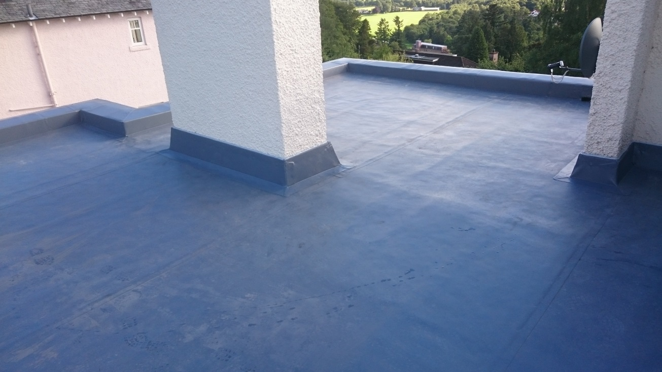 Overlaid felt roof with single ply membrane